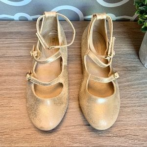 Other - Girls Seychelles Gold Flats Dressing shoes size 3